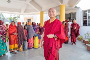 Mingyur Rinpoche Visits Kagyu Monlam Medical Camp